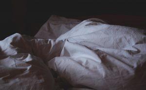 Mit zu steigendem Alter fällt vielen Menschen das Schlafen zunehmend schwer. Wir versuchen Ihnen bei diesem Problem zu helfen. Bildquelle: pixabay.de