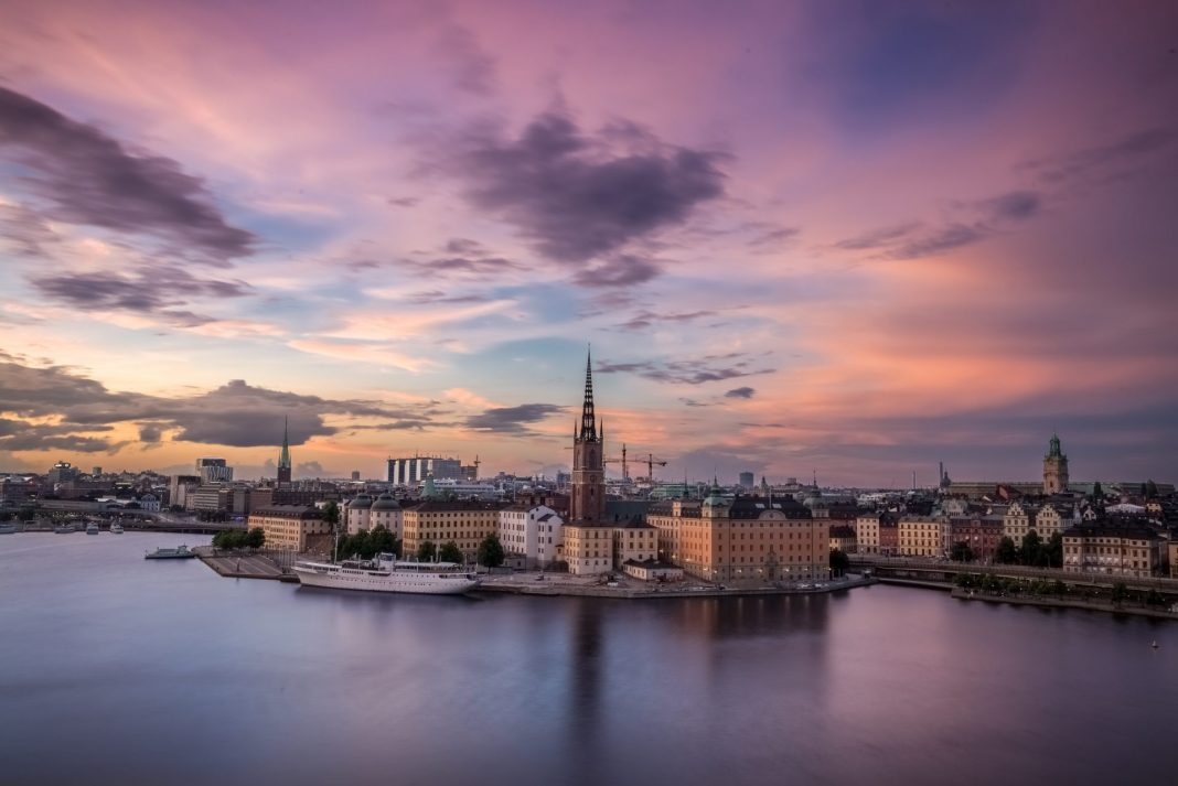 Stockholm, die skandinavische Metropole, lässt sich ganz wunderbar mit dem Fahrrad erkunden. Bildquelle: © Raphael Andres / Unsplash.com
