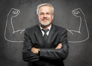 Ein Personal Trainer passt das Training individuell auf Sie ab. Quelle: Shutterstock.com