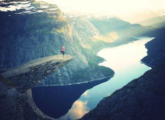 Yoga hilft nicht nur dabei beweglicher, sondern auch gelassener zu werden. Quelle: unsplash – by Julia Caesar