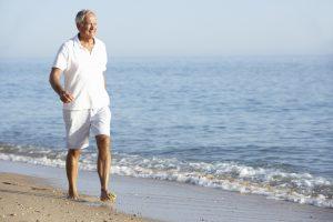 Im Sommer gut gekleidet: Mit Shorts und Poloshirt. Quelle: Shutterstock.com