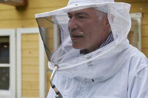 Dr. Bee im Einsatz. Quelle: Bine Bellmann
