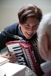 Simone Willig liebt und lebt Musik. Quelle: ©Jörg Plechinger