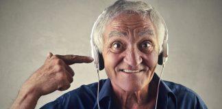 Nutzen Sie die Möglichkeiten der Musik, den Betroffenen, aber auch sich selbst zu entspannen. Bildquelle: Shutterstock.com