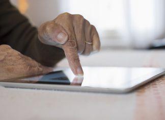 Gehirnjogging online – mit Smartphone und Co. die grauen Zellen trainieren. Quelle: Shutterstock.com