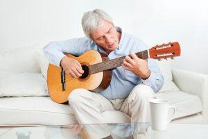Wer sich mit Kunst, oder künstlerisch, Beschäftigt regt das Gehirn an. Quelle: Shutterstock.com