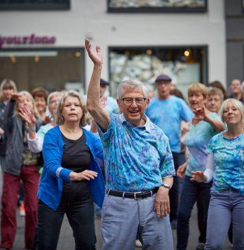 Der erste Düsseldorfer Seniorenflashmob erfreute sich großer Beliebtheit. Quelle: Bine Bellmann