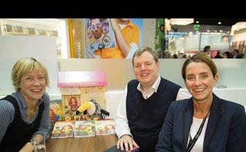 Gina Mayer im Gespräch mit Mike Altwicker auf der Frankfurter Buchmesse. Quelle: 59plus/Mattin Ott