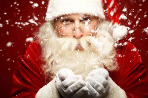 Besonders in englischsprachigen Ländern kommt an Weihnachten der heilige St. Nikolaus, in Form des Weihnachtsmanns, zu Besuch. Quelle: shutterstock.com