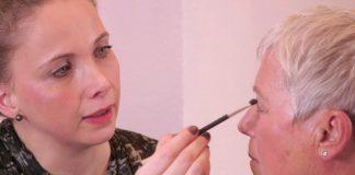 Livia Karrenberg gibt Tipps für ein festliches Make-up. Quelle: 59plus/Mattin Ott