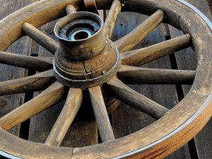 Seinen Ursprung fand der Adventskranz als einfaches Wagenrad. - Quelle: Pixabay.de