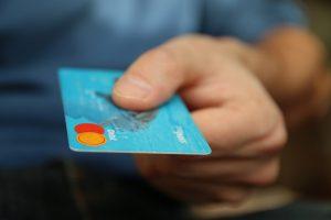 Kreditkarten lösen schon an vielen Stellen das Bargeld ab. Quelle: Pixabay.com