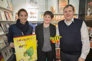 Mike Altwicker mit Katharina E. Mayer und Simone Brüggemann und der Janosch Ente Quelle: 59 Plus