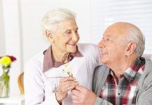 Demenz: Enge Bindung und soziale Kontakte helfen dem Betroffenen. Quelle: Shutterstock.com