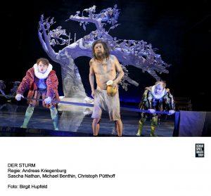 Auch das asiatisch anmutende Bühnenbild überzeugt. Quelle: Birgit Hupfeld / Schauspiel Frankfurt