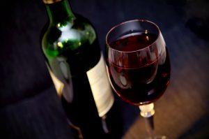 Rotwein in Maßen ist nicht nur gut für das Herz, sondern auf für unser Gehirn. Quelle: Shutterstock.com