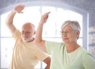 Mit Gleichgesinnten geht vieles einfacher. Deswegen lassen sich die guten Vorsätze für das neue Jahr oftmals besser in Gemeinschaft umsetzen. Bildquelle: shutterstock.com
