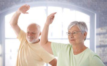 Fit im Kopf: wir zeigen Ihnen einfache Sportübungen für zu Hause. Quelle: Shutterstock.com