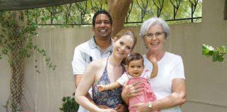 Granny Elke ist über die Vermittlungsagentur Granny Aupair nach Indien gegangen und hat dort eine Familie mit ihrer kleinen Tochter unterstützt. Bildquelle: Granny Aupair