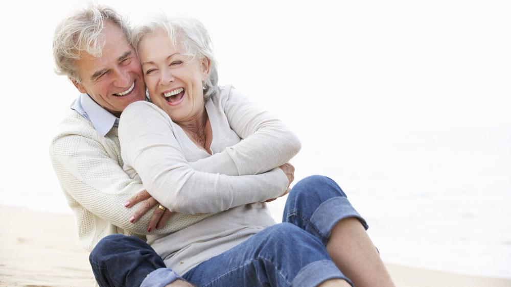 Das Leben genießen und sich rundum wohlfühlen. Dabei ist auch die Apotheker ein wertvoller Begleiter. Bildquelle: Shutterstock.com