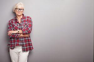 Es ist ein schmaler Grad zwischen jung und jugendlicher Kleidung. Quelle: Shutterstock.com