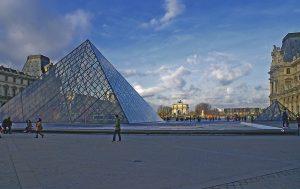 Kunst und Kultur der Extraklasse gibt es im Louvre. Quelle: Pixabay.com