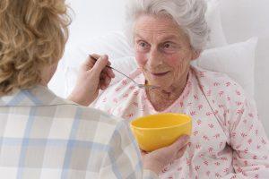 Künftig wird anhand von 6 Kriterien die Pflegebedürftigkeit geprüft. Quelle: Shutterstock.com