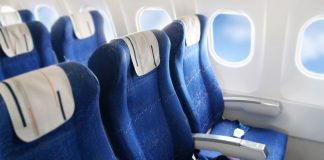 Erweiterte Beinfreiheit in der Premium Economy. Quelle: Shutterstock.com