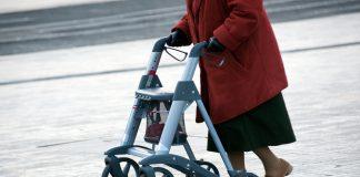 Es ist an der Zeit den Rollator absolut salonfähig zu machen! Quelle: Shutterstock.com