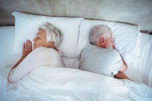 Ob gemeinsam oder jeder in seinem eigenen Zimmer, das Bett sollte unbedingt gut ausgesucht sein. Bildquelle: © Shutterstock.com