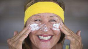 Der richtige Sonnenschutz ist auf den Kanarischen Inseln ein absolutes Muss. Bildquelle: shutterstock.com