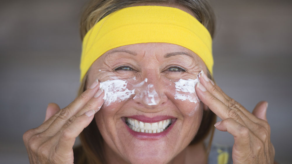 Sonnenschutz ist nicht gleich Sonnenschutz. Fragen Sie dazu Ihren Apotheker des Vertrauens. Bildquelle: shutterstock.com