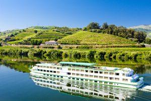 Reisen auf einem Flusskreuzfahrtschiff können eine tolle Alternative sein. Quelle: Shutterstock.com