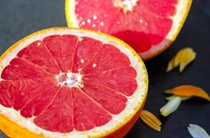 Die Grapefruit ist zwar bitter im Geschmack, aber eine wahre Vitaminbombe! Quelle: Pixabay.de
