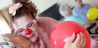 """""""Humor ist Trumpf"""" - Susanne Bötel alias Rosalore zaubert den Menschen ein Lächeln auf das Gesicht. Quelle: ©Michael Hagedorn"""
