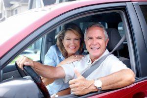Autofahren im Alter. Quelle: Shutterstock.com