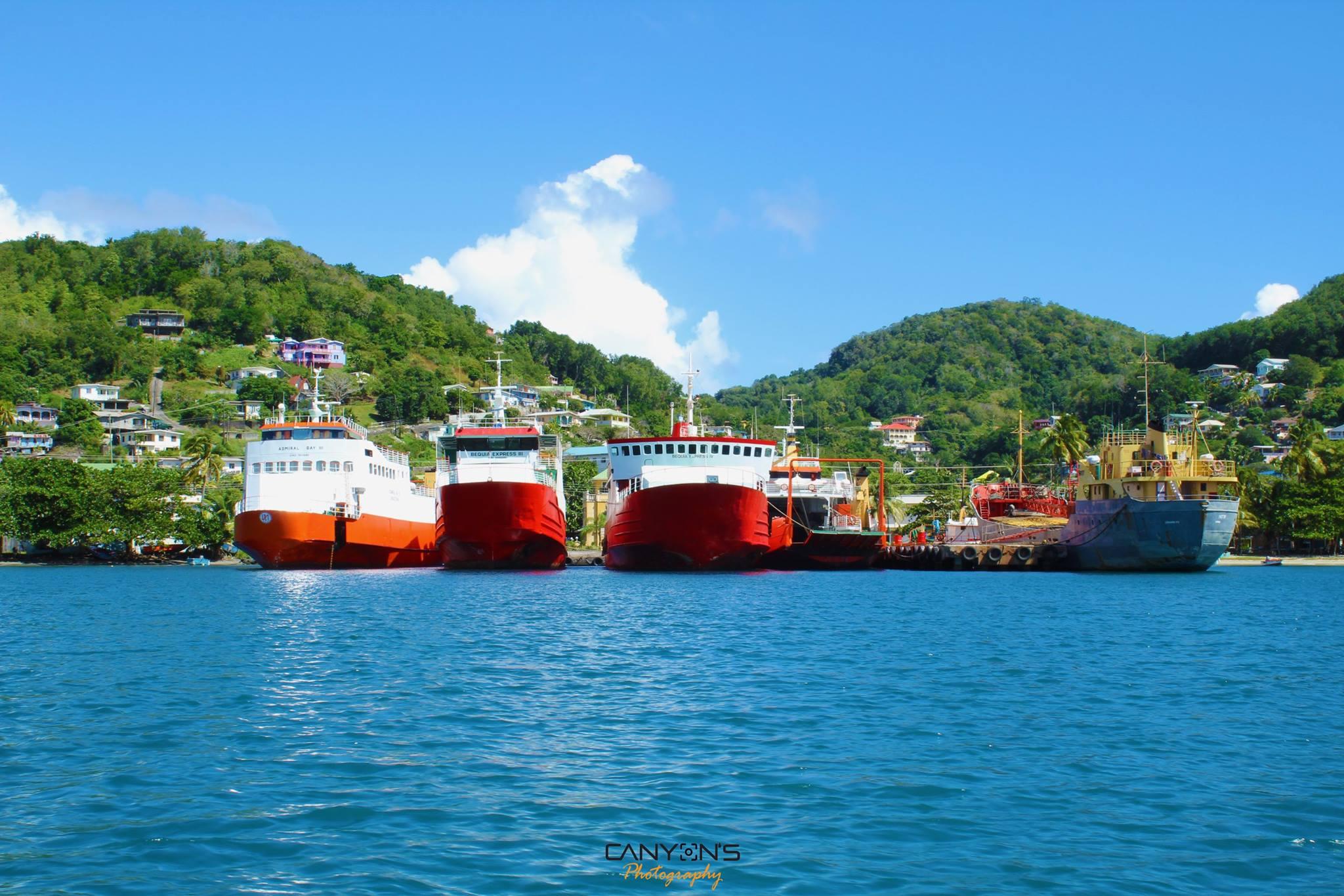 Ein typisches Bild - die Bequia Fähren. Quelle: © Canyon´s Photography Bequia