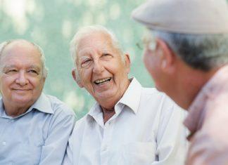 Verschenken Sie doch einfach mal Zeit - die kostet nichts und jeder sorgt für Begegnungen, Gespräche und Austausch. Bildquelle: shutterstock.com