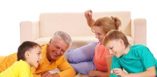 Zeit für die Enkelkinder. Shutterstock.com