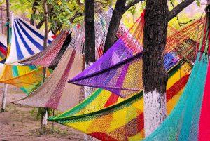 Die Hängematte gibt es heute in allen Farben und Formen. Quelle: Pixabay.de