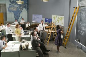 Taraji P. Henson als Katherine Johnson feilt an ihren Berechnungen. Quelle: © 2017 20th Century Fox