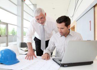 Gut vorbereitet und durchdacht, steht einer Selbständigkeit mit 50+ nichts im Weg. Quelle: Shutterstock.com