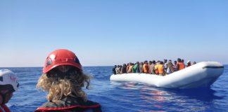 Das Team der MS Sea Watch rettete schon bei den ersten Einsätzen vielen Flüchtlingen das Leben. Quelle: Sea Watch