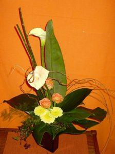 Beim Ikebana stehen weniger die Farben, als die Anordnung der Blumen im Mittelpunkt. Bildquelle: pixelio.de