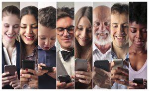 Sprache verbindet Menschen jeglichen Alters überall auf der Welt. Bildquelle: Shutterstock.com