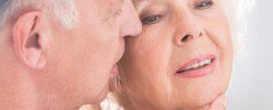 Das perfekte und vor allem natürliche Make Up ist auch im Alter mit dem Beauty-Blender problemlos möglich. Bildquelle: Shutterstock.com