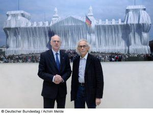 """Bundestagspräsident Norbert Lammert und Christo eröffnen gemeinsam die Dauerausstellung zum 20. Jahrestag des """"Verhüllten Reichstags"""""""
