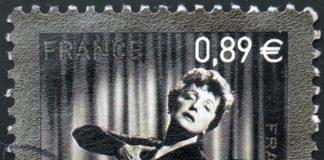 Edith Piaf war einer der größten Stars ihrer Zeit, jedoch musste sie in ihrem Leben so manchen Schicksalsschlag wegstecken. Bildquelle: shutterstock.com