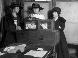 Lange dauerte es bis die Suffrogetten ein Wahlrecht für Frauen erkämpfen konnten. Quelle: pixabay.de