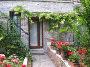 Im Garten des Hauses kann man den italienischen Sommer genießen. Bildquelle: cinqueitalia.de